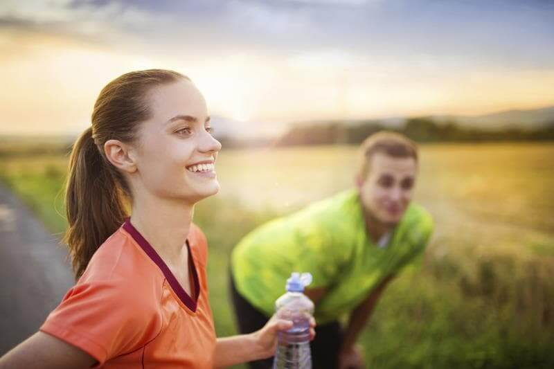 出典:http://www.livestrong.com/article/543086-how-much-water-should-a-moderate-runner-drink/