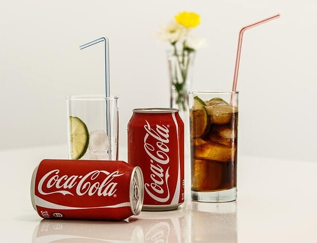 coca-cola-462776_640-min (1)