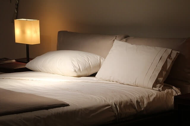 double-bed-1215004_640-min