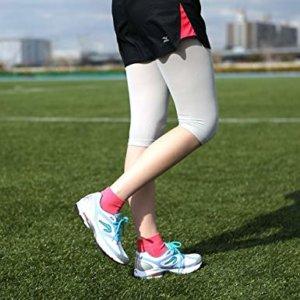 ランニング用ショートソックスを履く女性