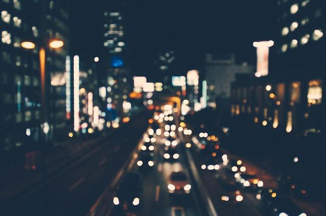 夜に走る車
