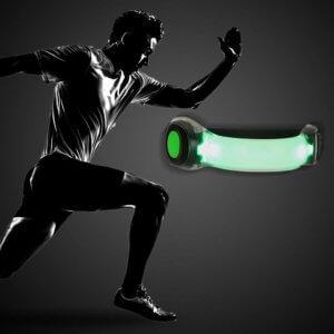 LEDアームライトと走る男性