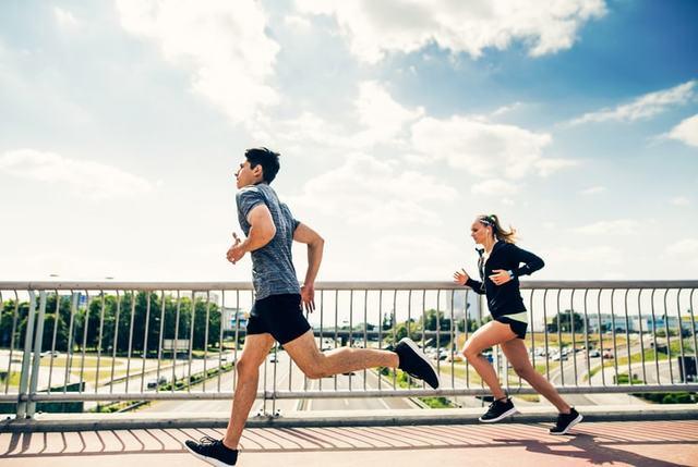 de6210356d 夏のランニングにおすすめの服装・ウェア【男性・女性】 - RUNNAL[ランナル]