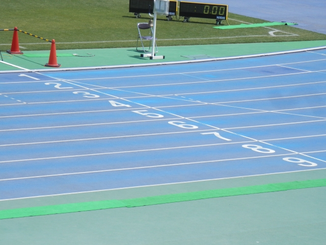 陸上短距離用スパイクのおすすめ8選!100m・200m・400m・ハードル ...