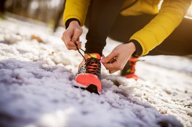 冬に走る人