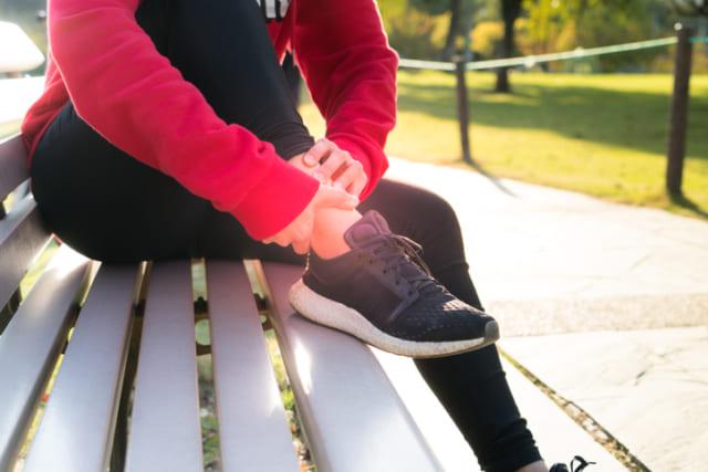 ウォーキングで足を痛める人