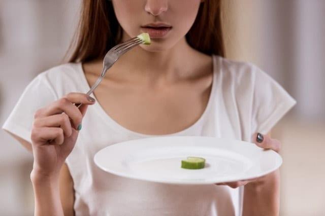 極端な食事制限をする人