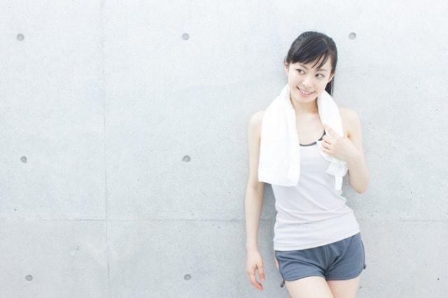 ダイエットのために運動を頑張る女性