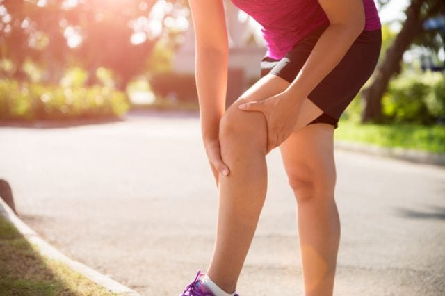 ランニングで膝を痛めたランナー