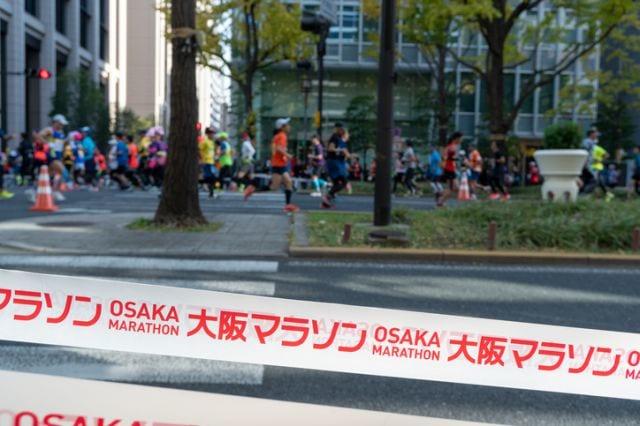 大阪マラソンを走るランナー達