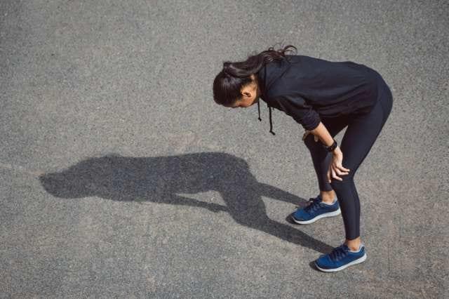 疲労困憊状態のマラソンランナー