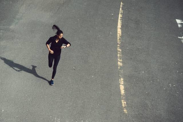 長距離を走るランナー