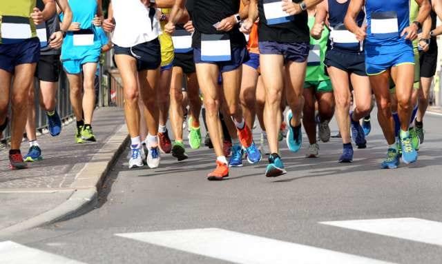 フルマラソンを走るランナー達