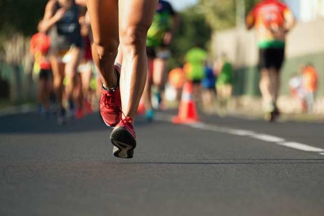 マラソンを走る選手