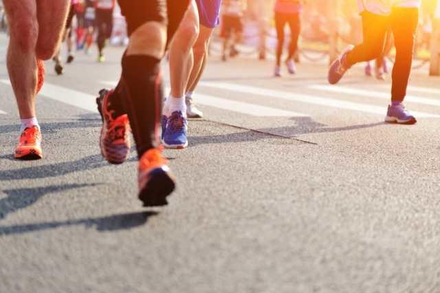 マラソンを走るランナー