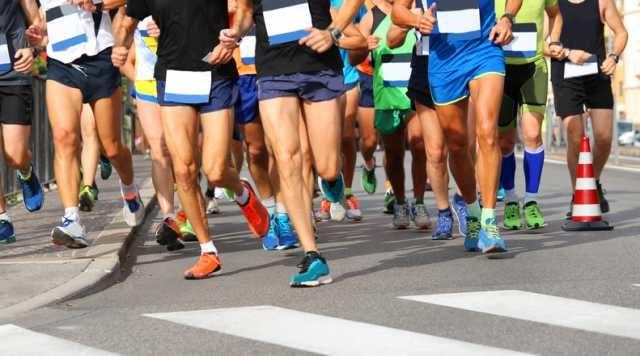 マラソンを走る先頭集団