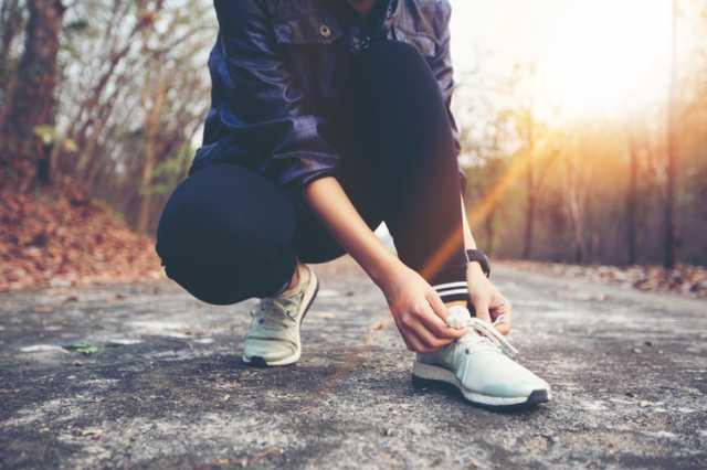 運動をする準備をする人