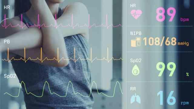 運動する女性の心拍数の変化